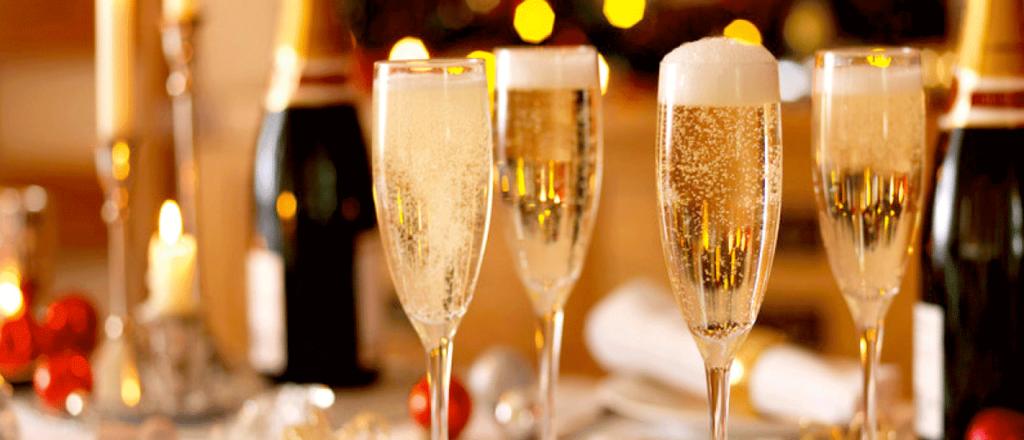 แชมเปญหรือสปาร์คกลิ้งไวน์กับของทอด