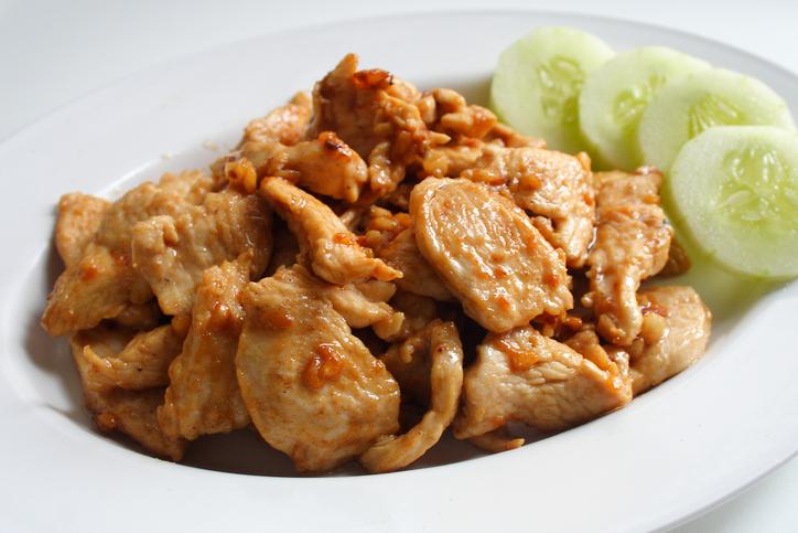 ทำหมูผัดกระเทียมพริกไทย
