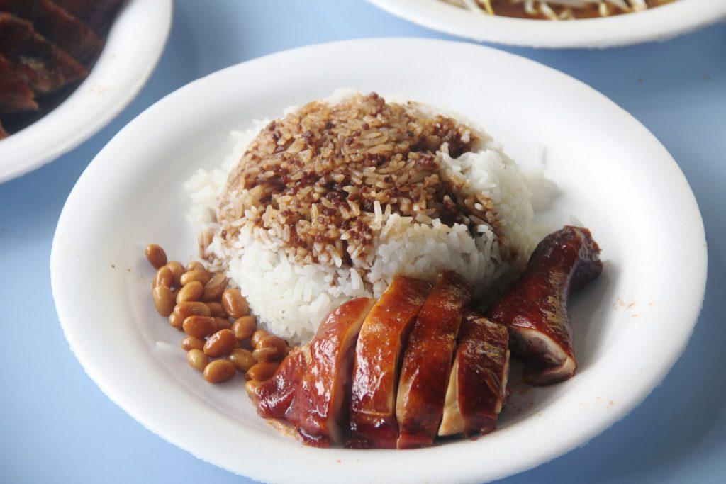 อาหารชาวสิงคโปร์- ข้าวหน้าไก่ซีอิ๊ว2